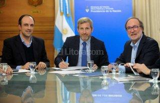 Se firm� el convenio para la construcci�n del desag�e Espora