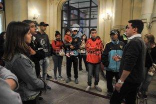 J�venes de Escuelas de Trabajo conocieron el Teatro Municipal