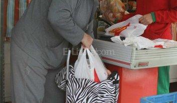 Extienden el uso de las bolsas plásticas hasta el 1° de octubre -