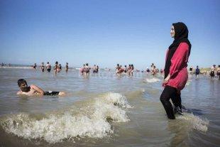 Frenaron los vetos al burkini en una localidad de Francia
