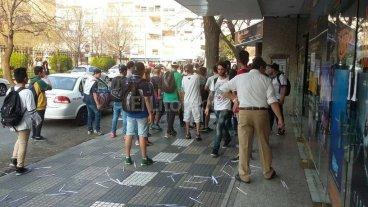 Batalla campal en La Plata: destrozos, heridos y saqueos