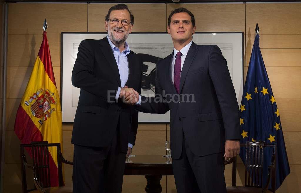 El l�der del Partido Popular, Mariano Rajoy, y el de Ciudadanos, Albert Rivera. Foto:DPA
