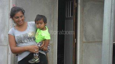Entregan viviendas en barrio Las Lomas