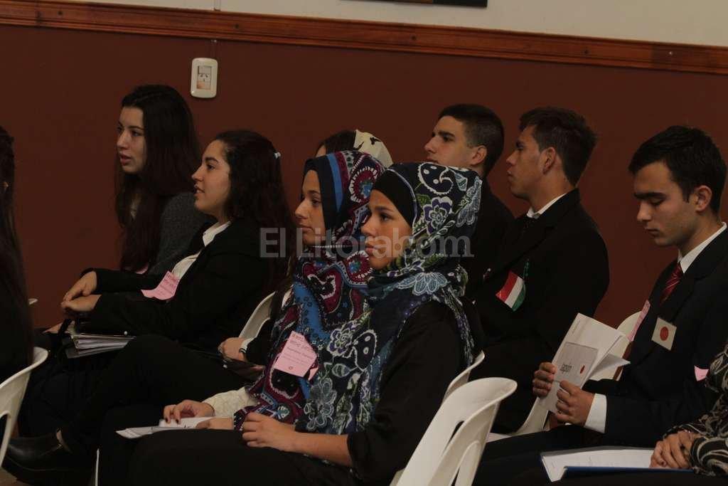 Cada a�o, los alumnos se compenetran en su rol de �delegado� o �embajador� de los pa�ses miembros de la ONU. Este a�o, el evento se har� en el Colegio Inmaculada.  Foto:Archivo El Litoral