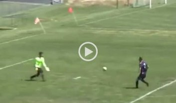 Video: incre�ble gol con pirueta incluida