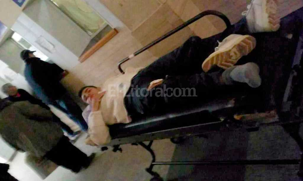 """Maximiliano fue trasladado a Traumatalogía del hospital Cullen. """"Pese a todo tuvo suerte, porque la bala no tocó ningún tendón ni hueso"""", dijo su madre. Danilo Chiapello"""