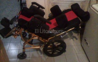 Roban silla de ruedas de un ni�o discapacitado y la venden a cambio de un celular