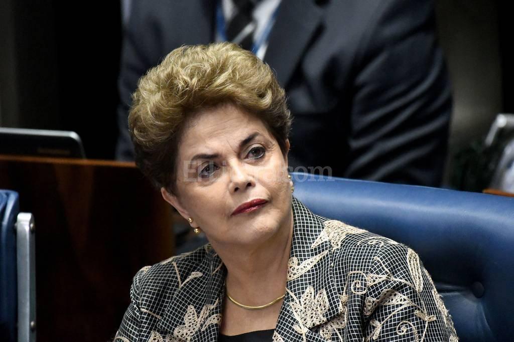 En la votación, 42 senadores se inclinaron por inhabilitar a Rousseff, 36 votaron a favor de mantenerle los derechos y 3 abstenciones, por lo que no se alcanzó los dos tercios (54 votos) de la Cámara Alta necesarios para aprobar este tipo de mociones. Crédito: Archivo El Litoral