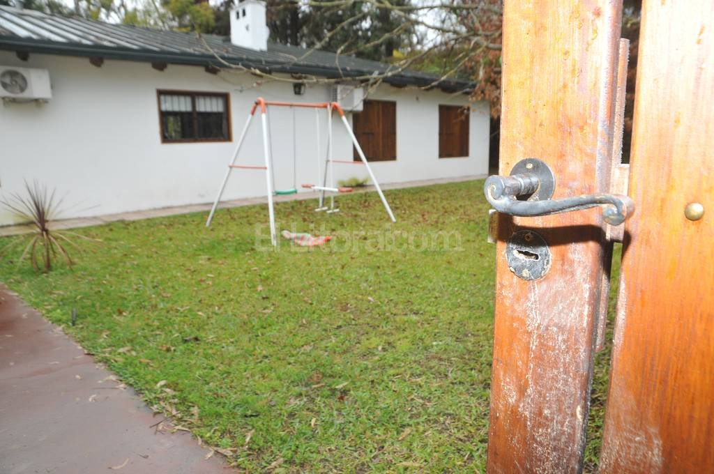Los robos en viviendas de Villa California se siguen reiterando. Sus vecinos hoy alzaron la voz reclamando por la instalación de un destacamento.  Danilo Chiapello