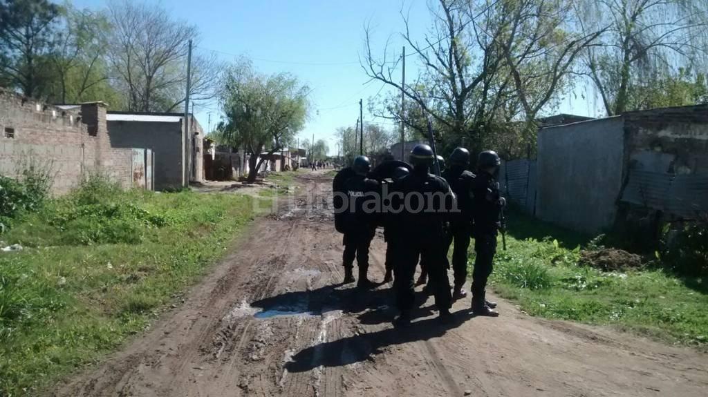 La policía patrulla el barrio para evitar más enfrentamientos. El Litoral