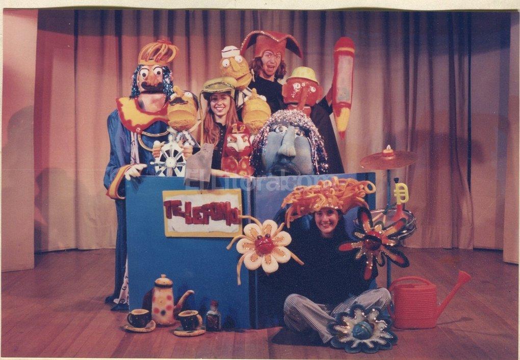 """La génesis: """"Borrón y cuento nuevo"""", a principios de los '90, tuvo entre sus títeres al personaje que después brindó el nombre al grupo.  Gentileza La Gorda Azul"""