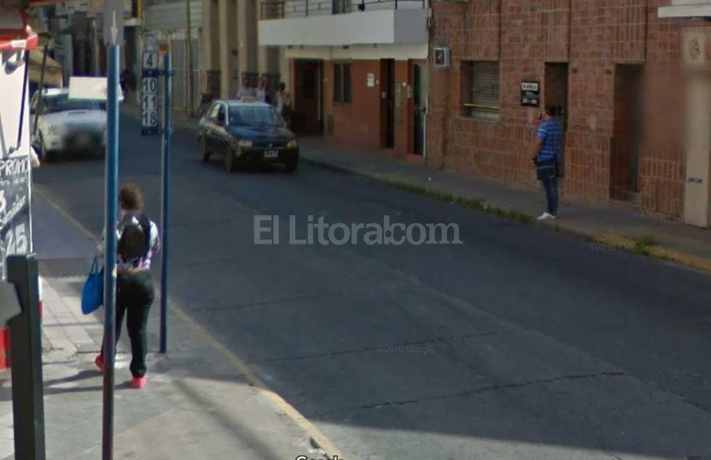 La esquina de San Jer�nimo e Irigoyen Freyre, donde la joven esperaba el colectivo y aconteci� el hecho Foto:Captura de Pantalla - Google Street View