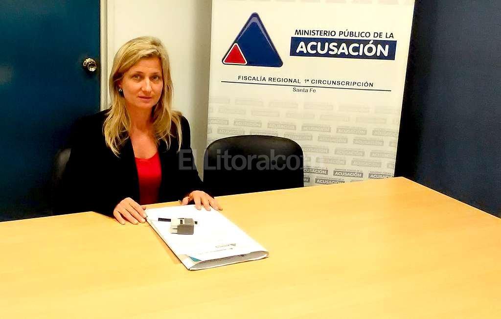 La fiscal Milagros Parodi (foto) imput� hoy a Agustina Desir� L�pez, que estuvo acompa�ada por el abogado Claudio Torres del Se Foto:El Litoral
