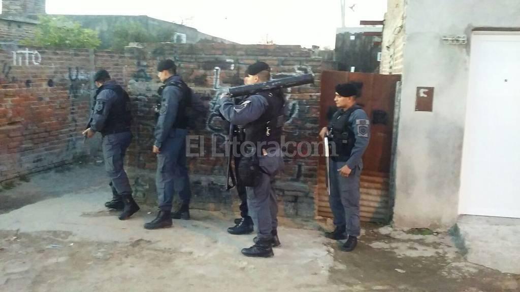 Para las requisas se contó con el apoyo de equipos policiales especializados para la irrupción en inmuebles. El Litoral