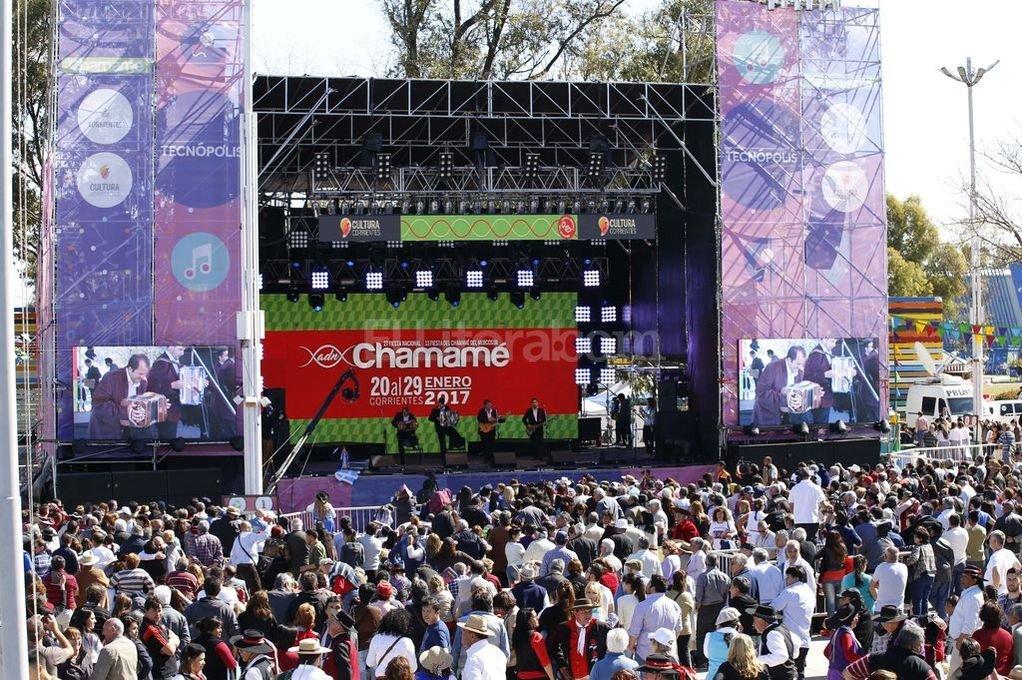 Miles de personas se reunieron en Tecn�polis para bailar chamam� Foto:Telam