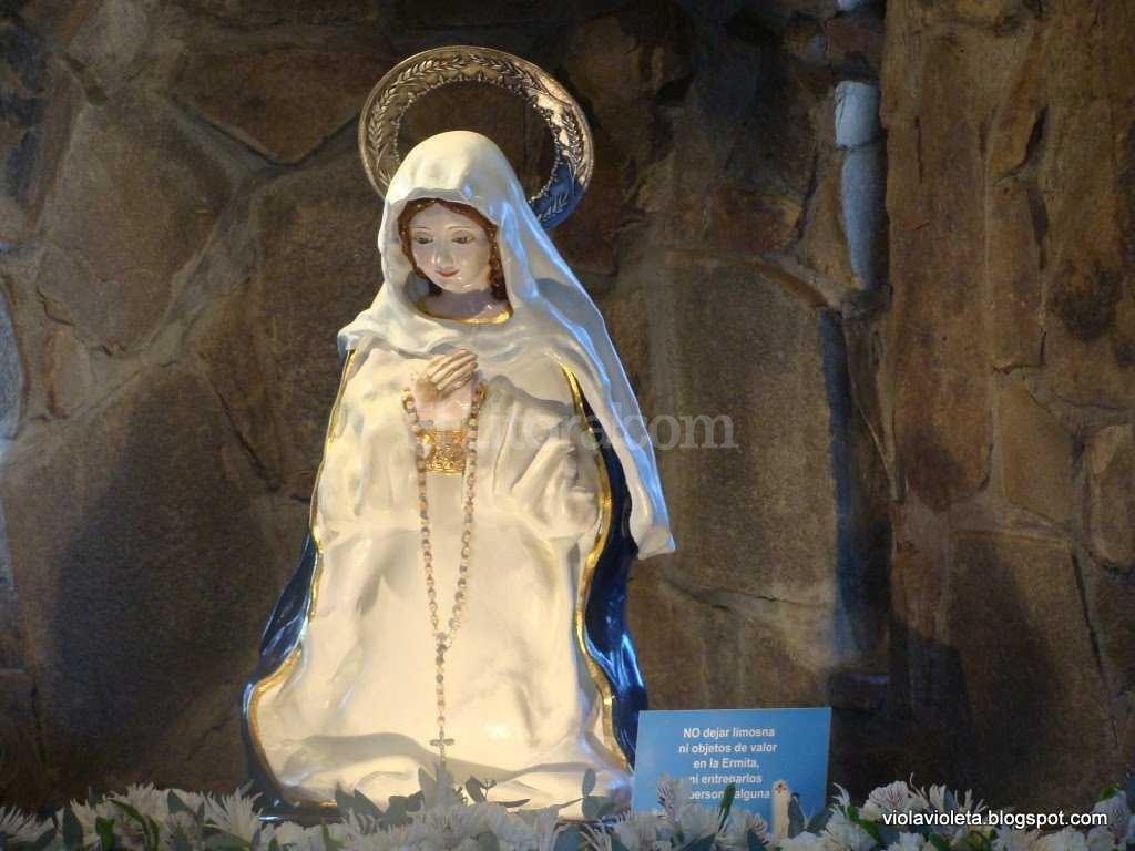 La Inmaculada Madre del Divino Coraz�n Eucar�stico de Jes�s, o Virgen del Cerro, en la Ermita de Tres Cerritos, Salta.