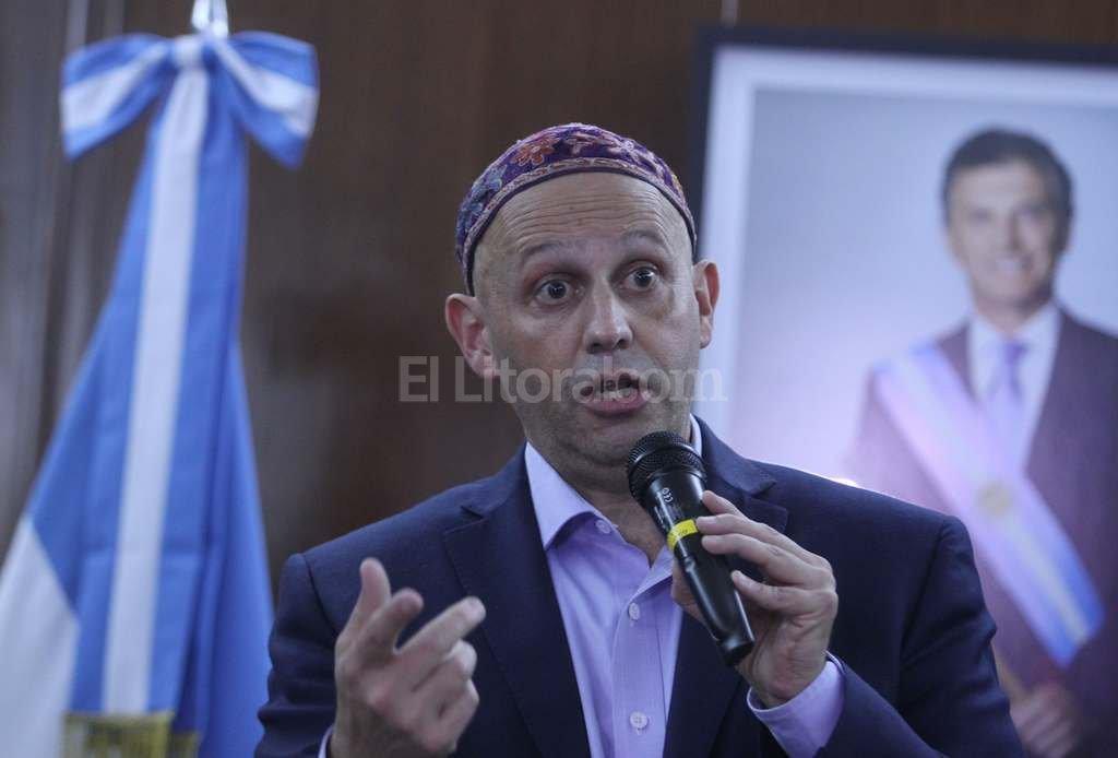 El rabino Bergman,  ministro de Ambiente y Desarrollo Sustentable de la Naci�n, present� una denuncia penal en San Juan contra la minera. Foto:DyN