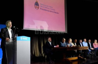 """Frigerio: """"En 2017 habr� en ejecuci�n m�s de 70 mil viviendas"""""""