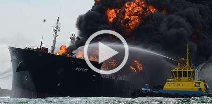 Un buque se incendia con 167.000 barriles de combustible -