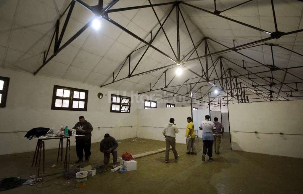 Adem�s de pintar los pabellones, los operarios repararon la instalaci�n el�ctrica y reacondicionaron la red de agua. Foto:Gentileza Municipalidad de Santa Fe