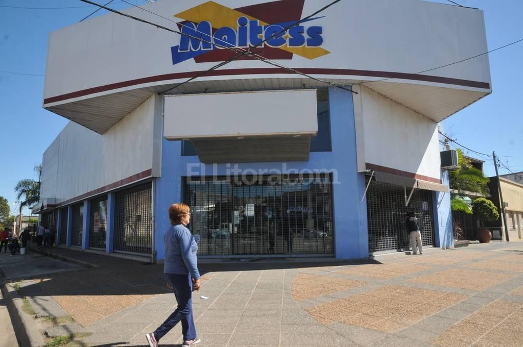Esta mañana allegados a la empresa reparaban los daños causados por los delincuentes. Flavio Raina