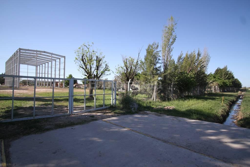 Insuga. La planta industrial se encuentra en proceso de remodelaci�n y los vecinos cuestionan la habilitaci�n otorgada por el Concejo Municipal recre�no. Foto:Pablo Aguirre.