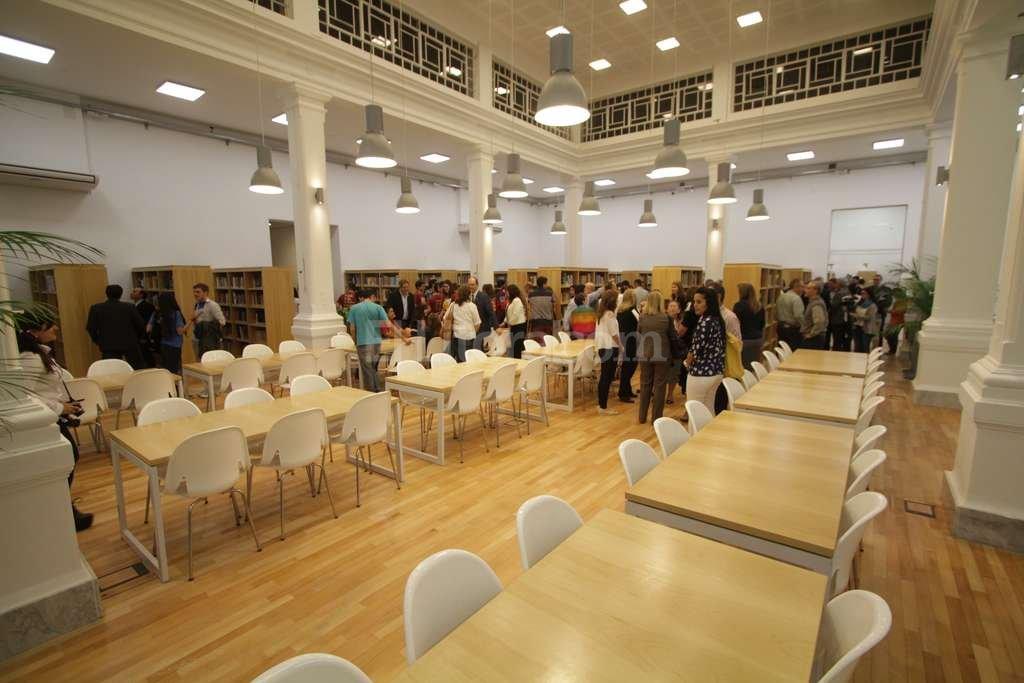 Estudiantes, docentes e investigadores de la facultad pueden disfrutar de este nuevo espacio para la consulta de bibliografía. Pablo Aguirre
