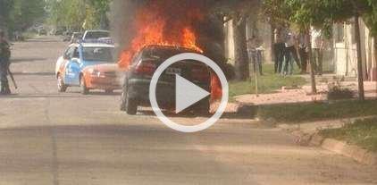 Se incendi� un auto, y no fue el quemacoches