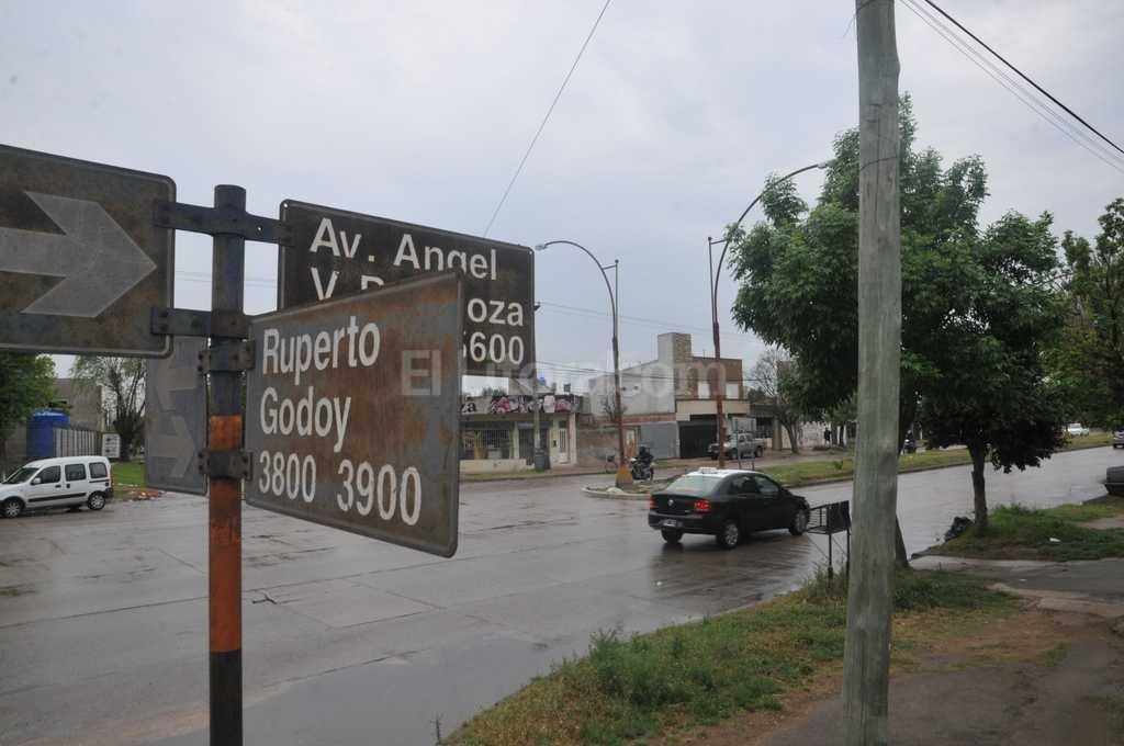 Familiares de la v�ctima piden la presencia de testigos para localizar al conductor pr�fugo. Foto:Flavio Raina