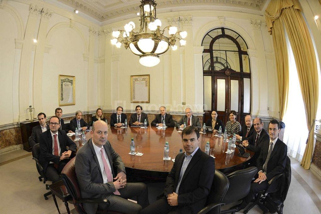 El presidente del BCRA, Federico Sturzenegger, encabez� la reuni�n de trabajo con la misi�n del Fondo Monetario Internacional en la que se analizaron las medidas tendientes a la reducci�n de la inflaci�n Foto:Telam