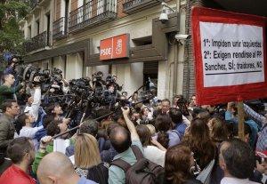 El socialismo espa�ol decide hoy que posici�n tomar� en la elecci�n del nuevo presidente