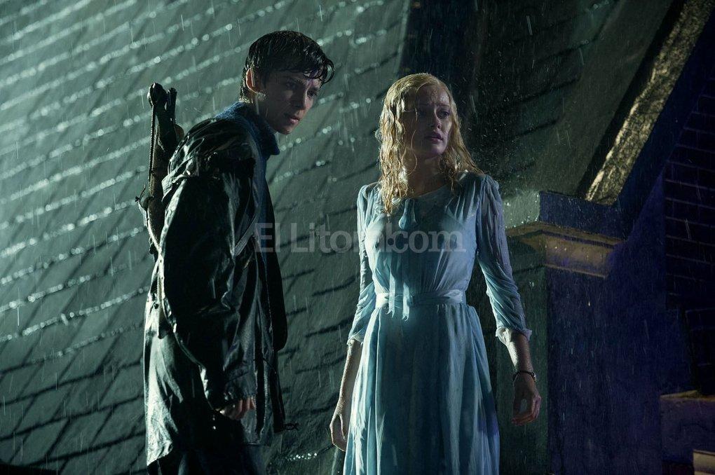 Jake Portman (Asa Butterfield) y Emma Bloom (Ella Purnell), una relaci�n con anclajes en el pasado. Foto:Gentileza 20th Century Fox
