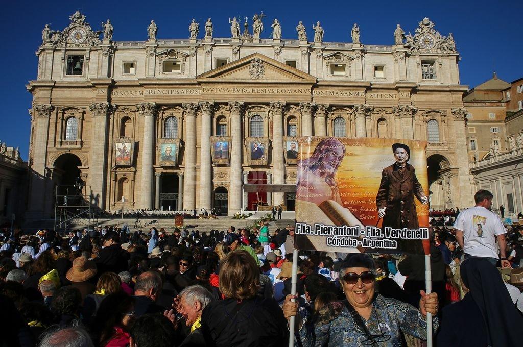 El Cura Brochero, fue proclamado el primer Santo argentino por el papa Francisco en una emotiva ceremonia. Telam
