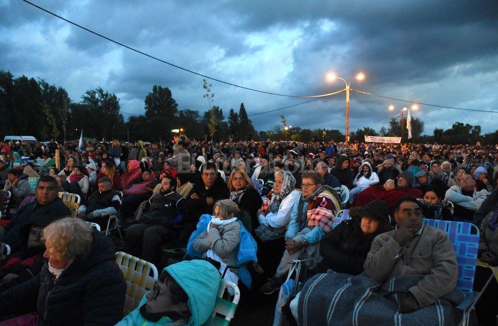 M�s de treinta mil fieles esperaron bajo la lluvia en las tierras de Brochero la ceremonia de canonizaci�n del primer Santo argentino. Foto:T�lam