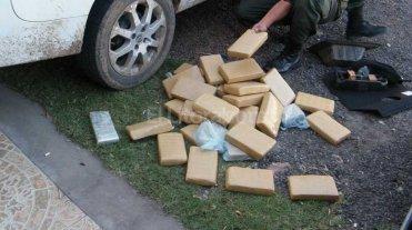 Secuestran m�s de 400 kilos de marihuana en un cami�n que transportaba alimentos balanceados