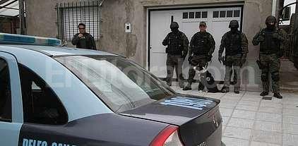 Federales mendocinos allanaron una casa de Villa Mar�a Selva