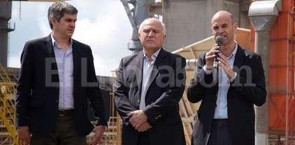 Inversión para puertos de Rosario - El jefe de Gabinete y el ministro de Transporte, junto al gobernador de Santa Fe.