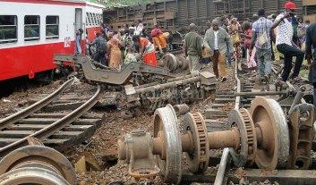Descarril� un tren en Camer�n: 80 muertos