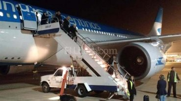 Avi�n de Aerol�neas que iba a Nueva York aterriz� de emergencia en Ezeiza