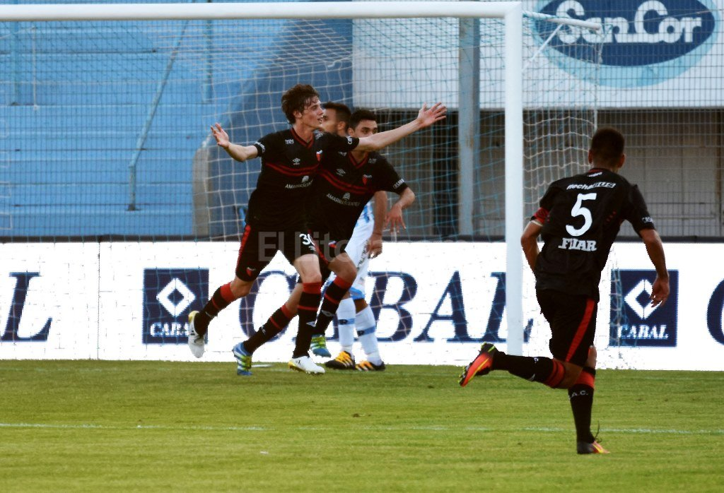 Germán Conti festeja el primer gol. Télam