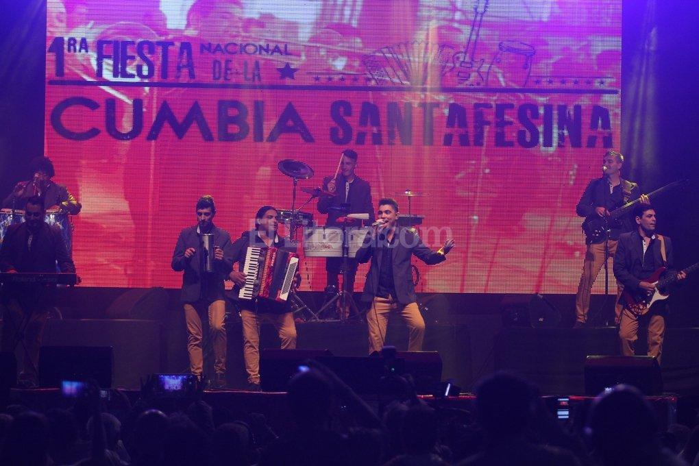 Con un show íntimo de Grupo Alegría y Coty, se pisó por primera vez el escenario que albergará a treinta grupos este fin de semana.  Pablo Aguirre