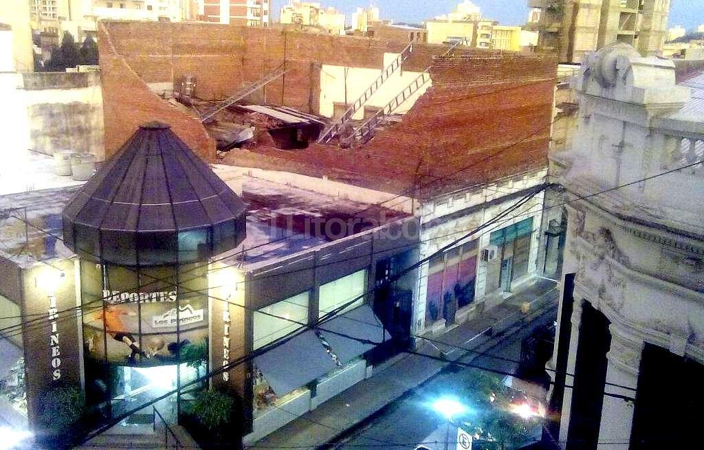 Imagen enviada a Periodismo Ciudadano. Se observan los daños en una construcción de planta alta en H. Yirigoyen al 2500. Periodismo Ciudadano