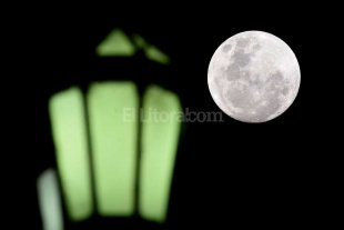 Los primeros turistas llegarán a la luna en 2018