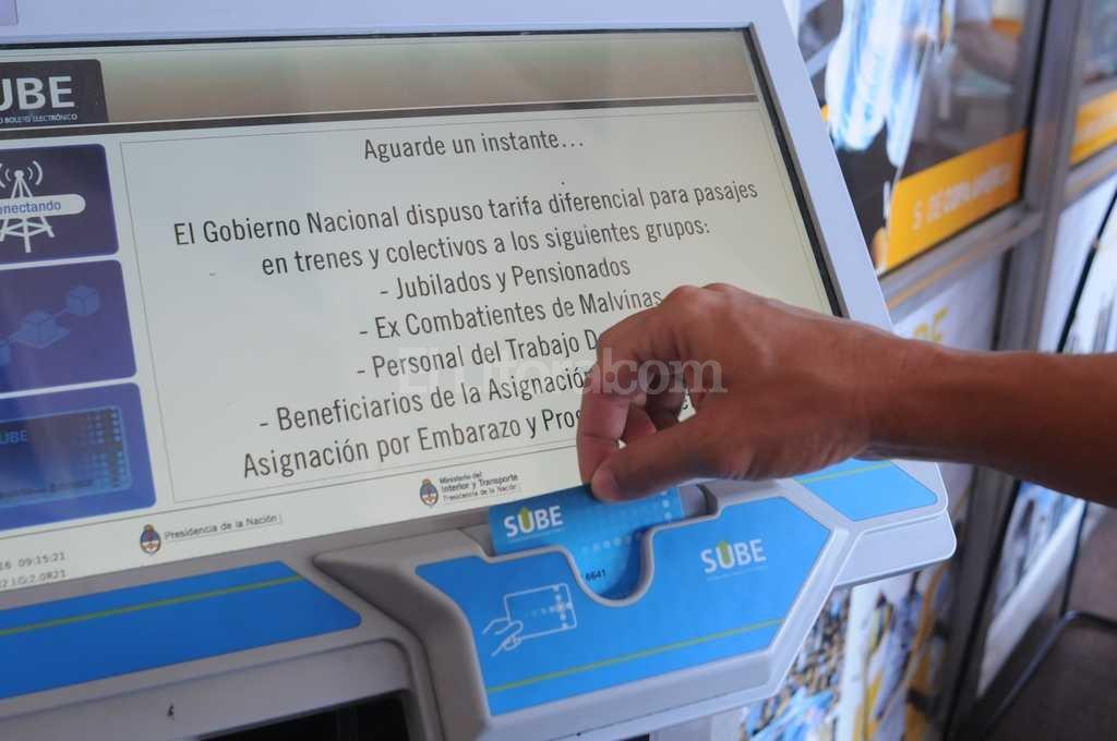 Luego de la carga online, el usuario debe acreditar el monto en la TAS más cercana Crédito: Flavio Raina