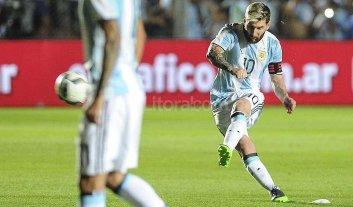Argentina gana con goles de Messi y Pratto