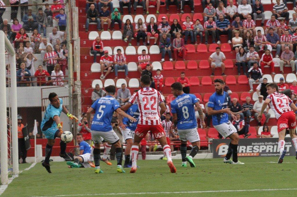 Soldano ya cabeceó y Unión empieza a ganar. Luis Cetraro