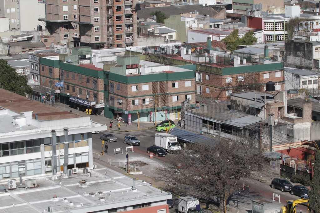 La zona de Hipólito Yrigoyen y Belgrano, en el ingreso a la terminal, es el lugar donde se produjo el hecho <strong>Foto:</strong> Mauricio Garín