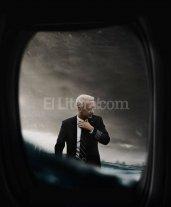 """Héroes del día y de la noche - El 15 de enero de 2009 el mundo presenció el """"milagro del Hudson"""", cuando el capitán Chesley """"Sully"""" Sullenberger (Hanks) realizó un aterrizaje forzoso sobre las aguas frías del río Hudson."""