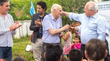 Lifschitz presentó el proyecto para la provisión de calefones solares en viviendas de Los Sin Techo