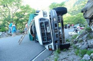 Peregrinaban a Catamarca y volcó el camión